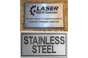 Khắc laser kim loại, Khắc chữ inox